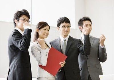 郑州招聘会上办公室文员面试简单自我介绍