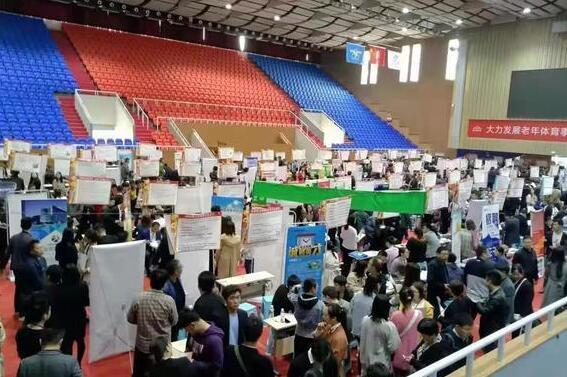 郑州市青年人才大型招聘会首日达成初步就业意向3000多个